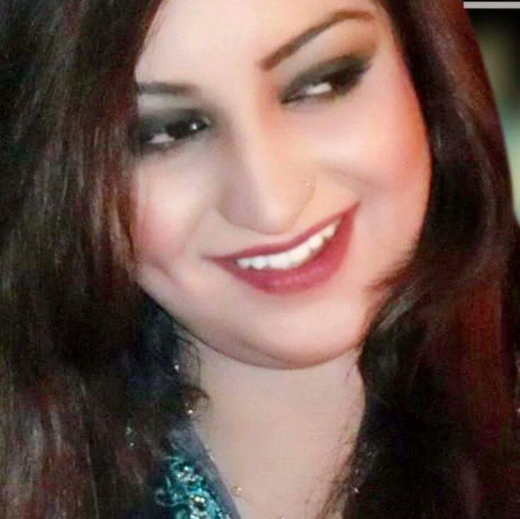 انسة سورية على قدر من الجمال ابحث عن زوج مقبول الشكل ولديه