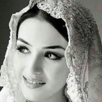 <b>جزائريه مقيمة فى الكويت  اريد الزواج والاستقرار</b>