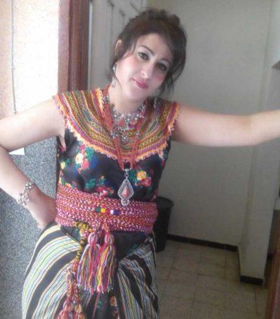 <b>مطلقة فلسطينية اقيم فى مصر ابحث عن رجل ناضح</b>
