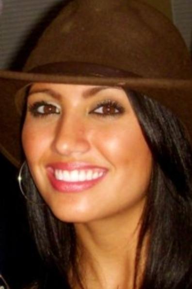 <b>انسة مصرية للزواح من مسلم في اوروبا او ماليزيا</b>