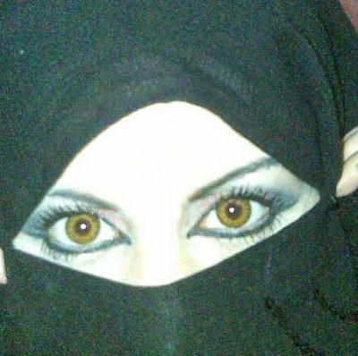 <b>انسة خليجية اقيم فى السعودية ابحث عن ابن الحلال</b>