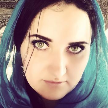 <b>سورية انسة اقيم فى الامارات ابحث عن زوج خليجي</b>